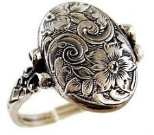 I know everyone has a diamond wedding ring, but honestly I would love an old fashioned one like this (: