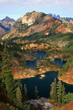 Rampart Lakes Fall Alpine Lakes Washington. Also check out the photography of Jeremy Jonkman. Great photos to make your wanderlust tingle! You can even order prints from him!