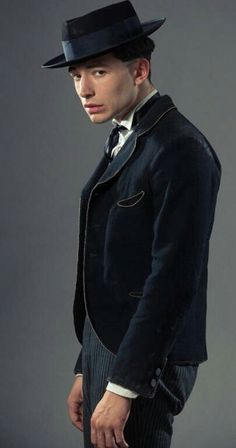 Credence - (Fantastic Beasts and Where to Find Them) Ezra Miler, Credence Fantastic Beasts, Credence Barebone, Colleen Atwood, Doe Eyes, Fantastic Beasts And Where, Harry Potter Characters, Beautiful Person, Geek Culture