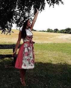 Dirndl PRIMAVERA   Dirndlbluse COSIMA  Roses  throwback... unser Modell P R  I M A V E R A  roosaroth  primavera  dirndl  dirndlbluse  cosima  tracht ... dda48a4148