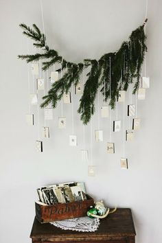 A complete guide on how to have your own Scandinavian Christmas, with beautiful inspiration, great tips and amazing DIY's. A minimalist Christmas decor, guide to Scandinavian Christmas design, Scandinavian DIYs Noel Christmas, Green Christmas, All Things Christmas, Winter Christmas, Modern Christmas, Nordic Christmas, Christmas Design, Christmas Projects, Simple Christmas