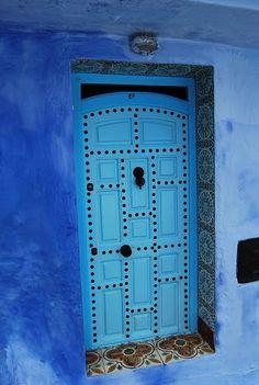 Blue door, black studs, and decorative tiles all around! Brilliant!