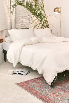 The Beach People Linen Duvet Cover + Pillowcase Set | Urban Outfitters