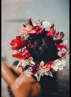 Items similar to Hawaiian flower haku lei made of real flowers. Oahu only! (No shipping) on Etsy - Modern Hawaiian Flower Crown, Hawaiian Wedding Flowers, Hibiscus Wedding, Flower Crown Wedding, Hawaii Wedding, Hibiscus Flowers, Tropical Flowers, Real Flowers, Flower Crowns