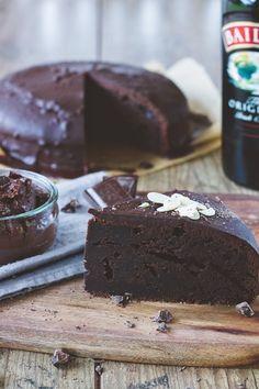 Baileys Chocolate Cake Baileys Kuchen, Baileys Torte, Baileys Rezept, Chocolate Muffins, Cake & Co, Chocolate Color, Cake Chocolate, Chocolate Baileys, Death By Chocolate