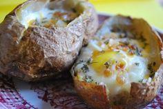6 recetas con patatas rápidas y divertidas. Os proponemos 6 recetas rápidas con patatas: patatas fileteadas, rellenas de pasta, envueltas en bacon, rellenas con queso azul, rellenas con huevo o en espiral.