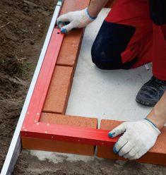 Murowany grill. Budowa grilla ogrodowego z klinkieru - krok po kroku - murator.pl Brick Grill, Bbq Area, Backyard Bbq, Bbq Grill, Plastic Cutting Board, Ideal Home, Design, Joseph, Pergola