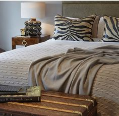 Sophie Patterson does it again! She combines a gorgeous mix of textures, patterns and prints in neutral, earthy tones. Here the Serengeti meets hotel chic to give this vintage travel inspired bedroom a luxurious modern twist.