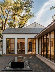 30 Ideas For Exterior Architecture Design Modern Farmhouse White Exterior Houses, Modern Farmhouse Exterior, Farmhouse Style, White Farmhouse, Farmhouse Door, Farmhouse Ideas, White Houses, Farmhouse Design, Architecture Design Concept