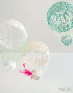 Kuumailmapallo pitsiliina kovetus Can you picture several of these calmly floating overhead? Hot air balloons made of doilies. Diy And Crafts, Arts And Crafts, Paper Crafts, Air Ballon, Hot Air Balloons, Lace Balloons, Floating Balloons, Doilies Crafts, Lace Doilies