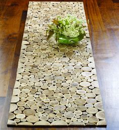 wood branch slice table runner - i want i want i want :) Tree Table, A Table, Wood Tables, Dining Table, Wood Projects, Woodworking Projects, Crafty Projects, Blue Velvet Chairs, Bois Diy