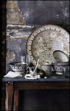 Adding pottery to your home décor is an innovative way of lighting it up and grabbing people's attention. As pottery is so diverse, incorporating it into your interior also offers the perfect oppor… Moroccan Design, Moroccan Decor, Moroccan Style, Moroccan Dishes, Moroccan Kitchen, Decoration Inspiration, Design Inspiration, Kitchen Inspiration, Art Marocain