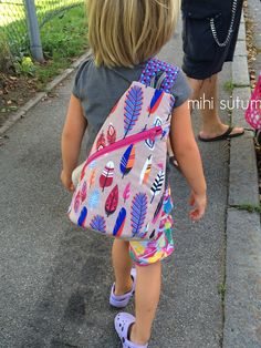 Spring crossbag for the child - Backpack from Farbenmix - Christmas Tree Skirts Patterns, Bag Pattern Free, Pattern Ideas, Backpack Pattern, Diy Handbag, Skirt Patterns Sewing, Creation Couture, Diy Sewing Projects, Sewing Ideas