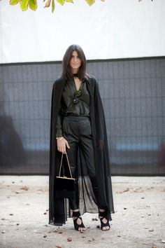 That cape, that leather. Everything. (via Street Style Aesthetic» Paris – Lian Kebudi)