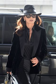 Catherine Zeta-Jones Proves Chic Shades and a Blowout are an Ageless Beauty Combination Real Women, Old Women, Cathrine Zeta Jones, Lady Danger, Ageless Beauty, Hat Hairstyles, Celebrity Beauty, Night Looks, Wearing Black