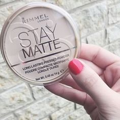 You know it's a good product when you continue to purchase it, despite how many times you've broken it or used it up. Ladies, this setting powder is a must-have. Great for all skin types, as it doesn't leave you super flat looking. Best of all, it's only a few doll hairs. @rimmellondonus