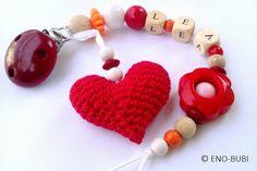 Schnullerkette mit Herz und Blume gehäkelt rot