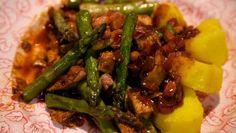 Hoisin-asperges met gepocheerde kip - De Makkelijke Maaltijd | 24Kitchen