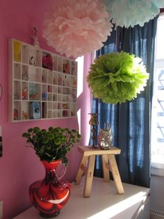 schlafzimmereck, Tags Schlafzimmer + Setzkasten + Pompoms + Alte Vasen + Schnickschnack