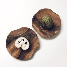 This interesting fruit, native to Ecuador and northern Peru is great for combating cancer, malaria and parasites among other benefits. Do you know the name?   Here its placed on our uniquely shaped walnut wooden plates handcrafted in Slovakia