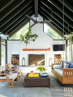 Marrying the warmth of natural materials with the freshness of clean, simple lines gives this North Carolina home a style all its own.
