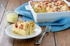 This is a great choice if you have company coming over for brunch. Find out how to prep it in advance and save time, today. Breakfast Bread Recipes, Breakfast Quiche, Mexican Breakfast, Breakfast Bites, Breakfast Sandwiches, Breakfast Buffet, Eggs Benedict Casserole, Egg Benedict, Incredible Eggs