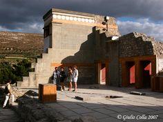 Panoramio - Photo explorer Fresco, Louvre, Explore, Mansions, House Styles, Building, Travel, Home Decor, Fresh