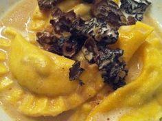 Ein Genuss: Selbstgemachte Ravioli gefüllt mit Foie Gras (Gänseleberpastete) in leichtem Morchelrahm