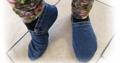 muntaipale - fabrics and sewing fun: DIY: slippers from jeans - sewing instructions 💙 Jean Crafts, Denim Crafts, Sewing Patterns Free, Free Sewing, Sewing Clothes, Diy Clothes, Sewing Hacks, Sewing Tutorials, Sewing Projects For Beginners
