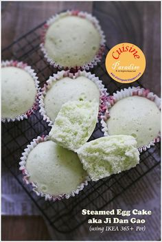 """Preparing meals in the kitchen can be one of the most """" headache """" household chores for modern working mothers/ladies. Asian Snacks, Asian Desserts, Food Dishes, Dishes Recipes, Chinese Cake, Laos Food, Steam Recipes, Vietnamese Dessert, Steamed Cake"""