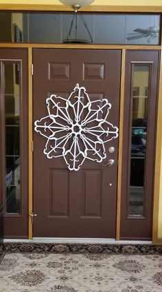 My version of the clothes hanger snowflake. Source by seath hanger Christmas Mom, Christmas Projects, Handmade Christmas, Holiday Crafts, Christmas Wreaths, Christmas Ideas, Xmas, Fall Crafts, Diy Crafts