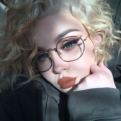 8 Most Important Glasses Makeup Tips For Glasses Wearers – Brille Make-up Makeup Goals, Makeup Inspo, Makeup Inspiration, Makeup Ideas, Beauty Make-up, Beauty Hacks, Hair Beauty, Beauty Tips, Natural Beauty
