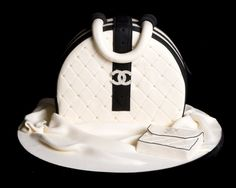 Coco Chanel Cake, Cupcakes, and Cookies Coco Chanel Cake, Bolo Chanel, Chanel Chanel, Chanel Bags, Chanel Party, Make Up Cake, Take The Cake, Coco Chanel Taschen, Shoe Cakes