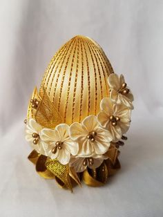 Gold Kanzashi Easter Eggs, Easter Decoration, Satin Ribbon Flower Egg, Eggs On Individual Fixed Stan Satin Ribbon Flowers, Diy Ribbon, Fabric Flowers, Egg Crafts, Easter Crafts, Hand Embroidery Flower Designs, Ribbon Embroidery, Embroidery Ideas, Coconut Decoration