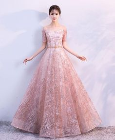 Prom Dress Princess, Beautiful tulle long prom dress, evening dress Shop ball gown prom dresses and gowns and become a princess on prom night. prom ball gowns in every size, from juniors to plus size. Elegant Bridesmaid Dresses, Elegant Dresses, Pretty Dresses, Beautiful Dresses, Pageant Dresses For Teens, Homecoming Dresses, Tulle Prom Dress, Gold Dress, Ball Dresses