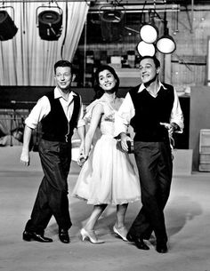 Donald O'Conner, Carol Lawrence & Gene Kelly perform a song for the television special entitled 'The Pontiac Star Parade' 1959 Donald O'connor, Gene Kelly, Golden Age Of Hollywood, Old Hollywood, Marlon Brando James Dean, Shall We Dance, Singing In The Rain, Steve Mcqueen, Film Director