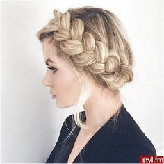 Coiffure : Barefoot Blonde by Amber Fillerup Clark – New Braided Hairstyles, Wedding Hairstyles, Cool Hairstyles, Braided Updo, Hairstyle Ideas, Updo Hairstyle, Milkmaid Braid, Teenage Hairstyles, Hairstyles 2016