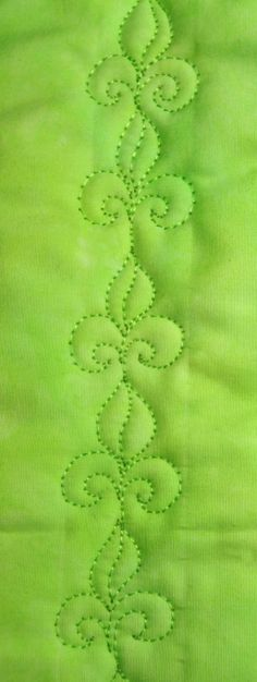 Free Motion Quilting Tutorials (Motifs) 	  	 		 All photography and tutorials are copyrighted by Lori Kennedy.  For re-blogging and pinning,...