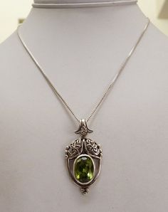 STERLING SILVER ORNATE NOUVEAU STYLE PERIDOT GEMSTONE PENDANT BOX CHAIN NECKLACE
