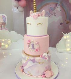 Ivy's birthday party Unicorne Cake, Cake Art, First Birthday Cakes, 1st Birthday Girls, Birthday Ideas, Decors Pate A Sucre, Unicorn Themed Birthday, Simple Baby Shower, Celebration Cakes