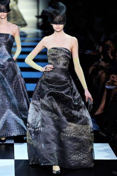 See the complete Armani Privé Spring 2012 Couture collection.