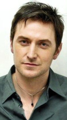 Richard Armitage. Love his hair in this one, great necklace! soooo cuuuuteeee!