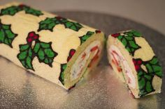 Deco Roll Christmas - Sugar with Love Christmas Desserts, Christmas Baking, Holly Christmas, Canapes Gourmet, Jelly Roll Cake, Swiss Roll Cakes, Cake Roll Recipes, Patterned Cake, Log Cake