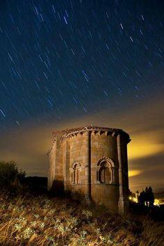 Estrellas sobre la Ermita de Santa Eulalia. Barrio de Santa Maria
