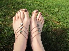 Barefoot Sandals, Slave Barefoot Sandal Foot Bracelets, Three Strand Foot Jewelry Barefoot Sandal via Etsy Foot Bracelet, Slave Bracelet, Anklet Bracelet, Hippie Chic, Elvish Wedding, Crochet Barefoot Sandals, Look Boho, Beaded Anklets, Women's Feet