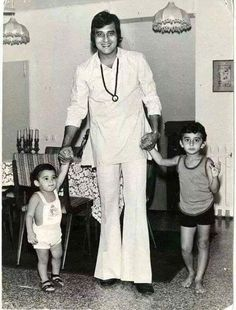 In Bollywood, where many aspiring Hero ended in villainous roles, Vinod Khanna marked the difficult crossover from 'villain' to 'hero.' He is possibly the only male star in the Bollywood, who forsook. Bollywood Cinema, Bollywood Stars, Bollywood Actress, Vintage Bollywood, Indian Bollywood, Indian Celebrities, Bollywood Celebrities, Vinod Khanna, South Indian Film