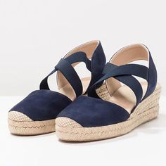 Vintage Hollow-out Closed Toe Wedges Sandals Filler Heel Slippers - gifthershoes Simple Sandals, Boho Sandals, Women Sandals, Shoes Women, Peep Toe Heels, Wedge Sandals, Espadrille Wedge, Shoes Sandals, Sandals Outfit
