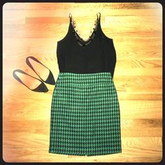 REDUCED! Green houndstooth pencil skirt! Green wool houndstooth pencil skirt from The Limited. Perfect to add a little character to your office wardrobe! The Limited Skirts Pencil
