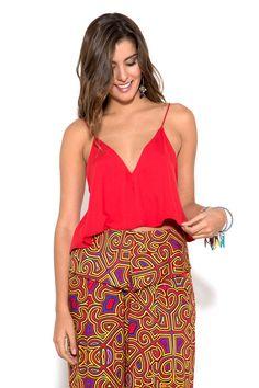 Blusa cropped de alças finas com detalhe de tule