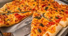 Házi margherita pizza recept: Házi margherita pizza recept, amit otthon is elkészíthetsz! Ha a pizzákat szereted, ez bizony a Te recepted! Próbáld ki! ;) Taco Pizza, Bread Bun, Garlic Bread, Vegetable Pizza, Mozzarella, Zucchini, Goodies, Cheese, Vegetables